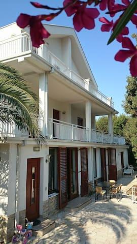 Villa Bon Aqua 3d floor - Dobra Voda - House