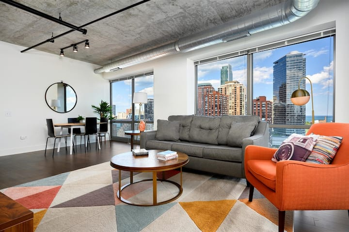 Kasa Chicago | Contactless 2BD/2BA, Walk to Grant Park | South Loop