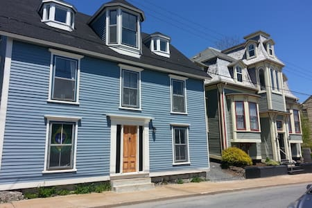 Two Bedroom Apt 1, UNESCO  Lunenburg - Lunenburg - 公寓