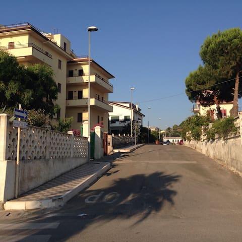 Accogliente bilocale a 30 mt mare - Borgata Marina - Apartamento