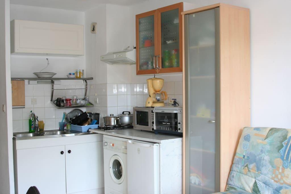 Kitchenette avec Four , Micro ondes, Machine à laver