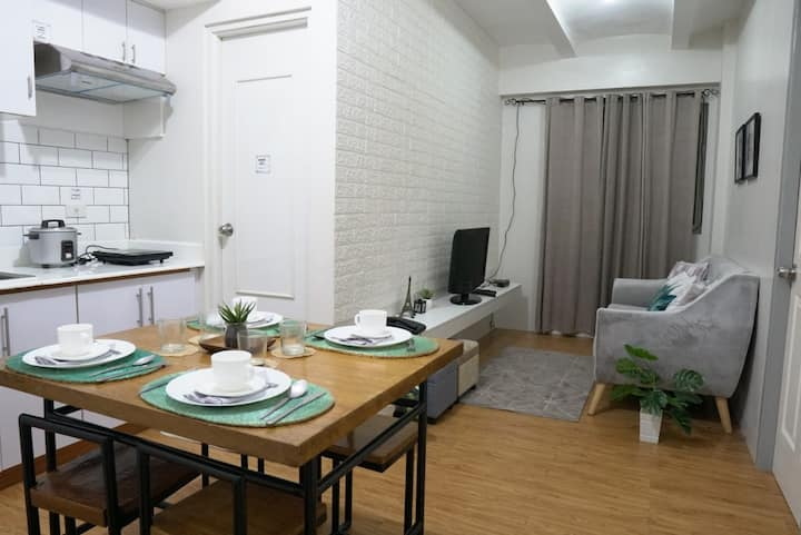 Cozy condo in Sta. Rosa for business and pleasure