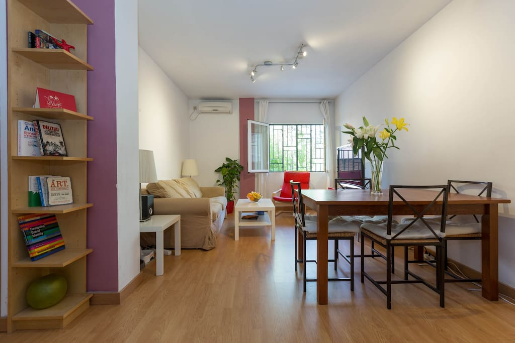 Living room with cable TV, Aircon, view on the garden