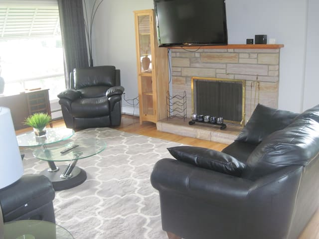 Clean, Comfortable & Convenient Clayton Park Home