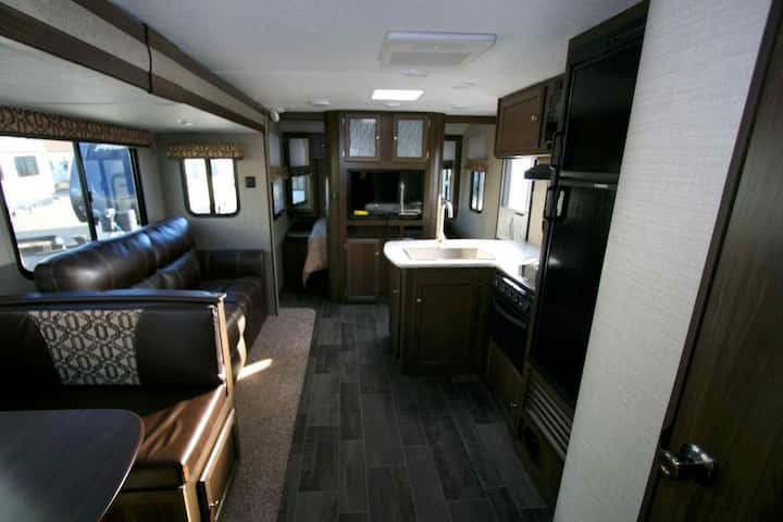 OPEN 2020 - 33 FT RV - Mountain View, Canmore (09)