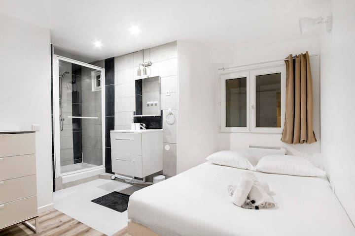 Charming Flat near the Marais (for up to 3 guests!)
