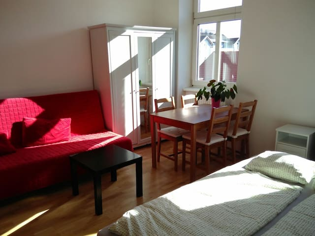 Bright apartment close to Bahnhof Meidling
