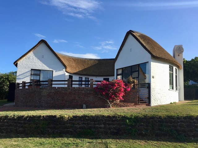 Thatched Family Home in Stillbay