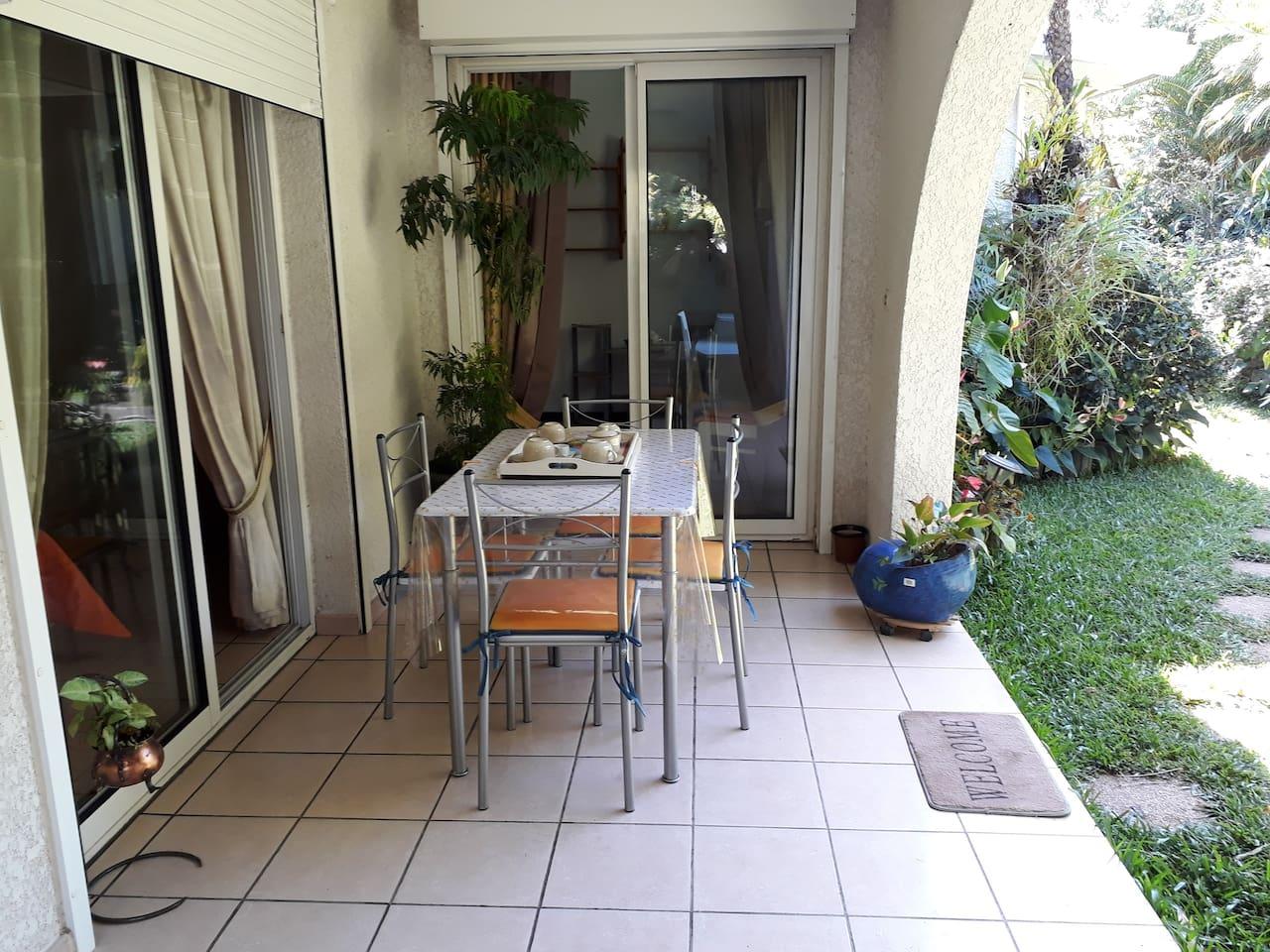 Terrasse donnant sur les 2 chambres
