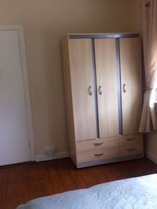 Warm, Clean and Cosy House!! - Galway - Casa