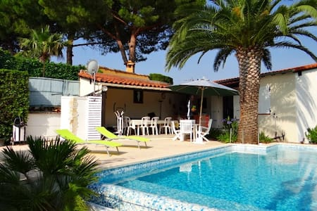 Room in Bed&Breakfast 3* with pool - Menton