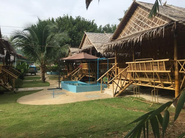 Surakit Muay Thai Boxing Camp and Bungalow
