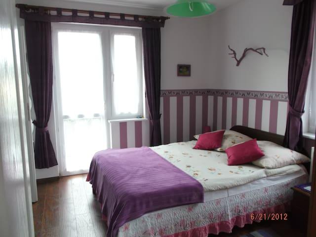 Pokoje 300 metrów od morza, centrum - Jarosławiec - Hus