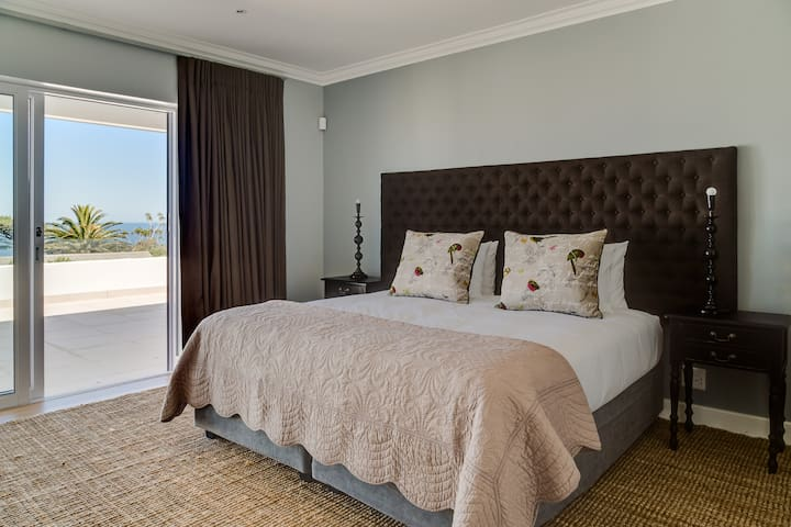 Bedroom 1 with sea views, King size bed