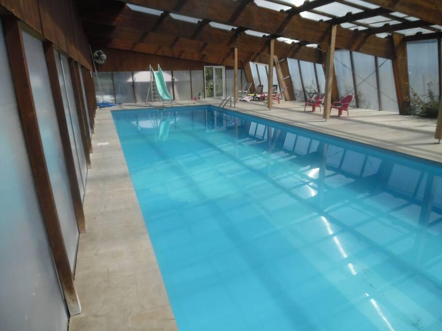 La piscine est ouverte a partir du juin jusqu'à  septembre /octobre en  fonction du tps non chauffe uniquement par structure  favorisante 1.50-2.50 de profondeur 15 mètre de long uniquement ouvert au  nageur (respect du règlement intérieur de la piscine).