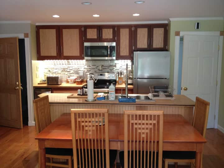 Ozonated/Alcoholed-Healthy 3 BR near lagoon/town.
