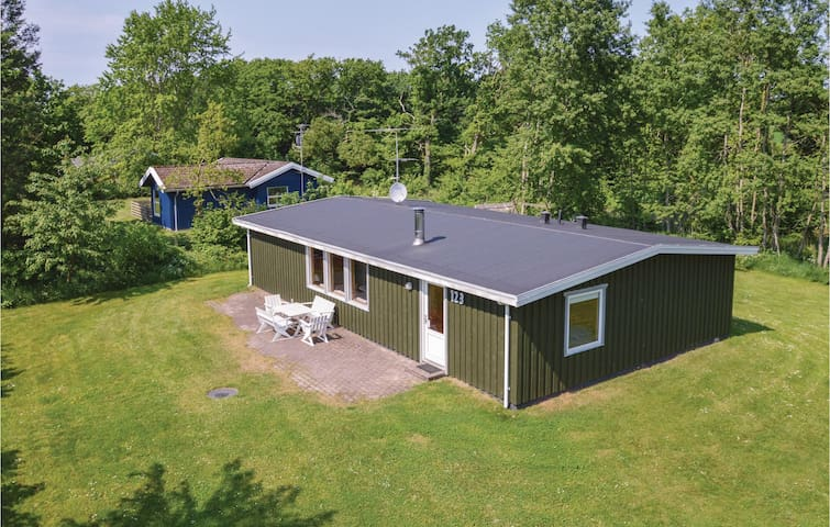 Holiday cottage with 4 bedrooms on 103m² in Farsø