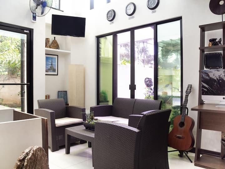 Twin Suite In Circle-b Apartelle & Suites