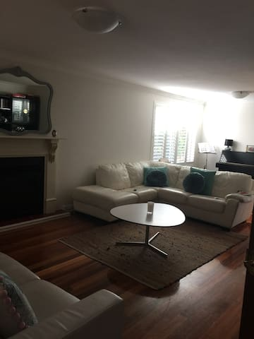 Convenient Comfort - Mount Claremont - House