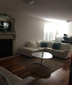 Convenient Comfort - Mount Claremont - House