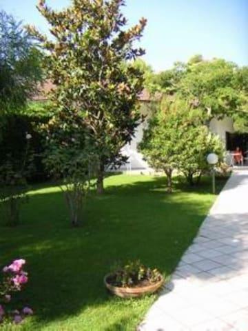 Villa con ampio giardino - Villaggio Baia Bella - Willa