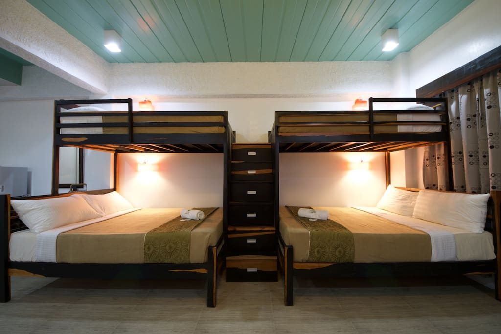 Single Beds, Loft Style (on top of two Full Size Beds)