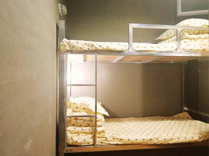 西门咖啡旅宿之四人间床位(含一杯咖啡)