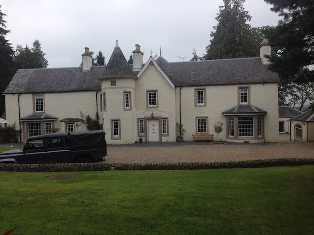 Lindores Charming Historic Mansion - Muthill - House