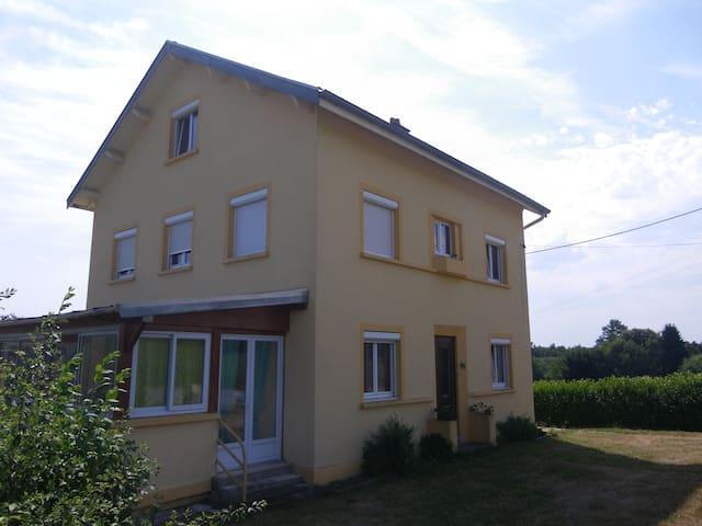 Chambre mansardée - Cirey-sur-Vezouze - Huis