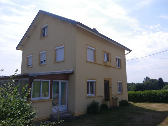 Chambre mansardée - Cirey-sur-Vezouze - Hus