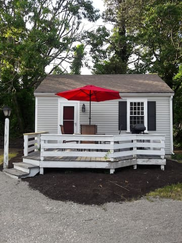 Charming 1bd/1bth summer cottage.