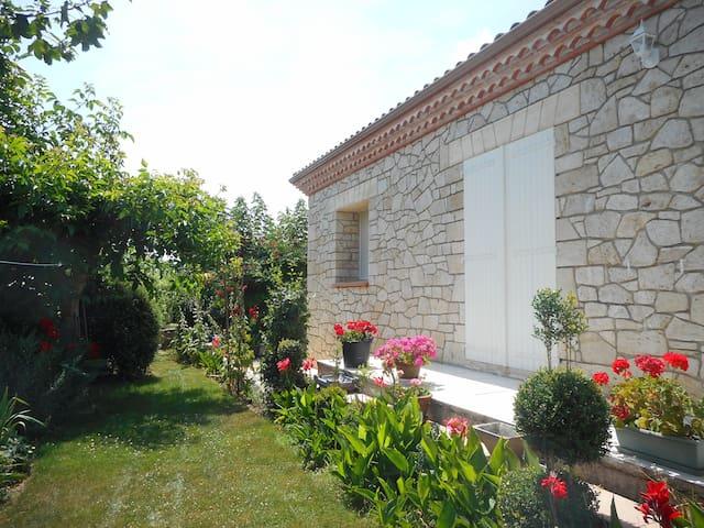 superbe maison en pierre de taille - Pergain-Taillac - Casa