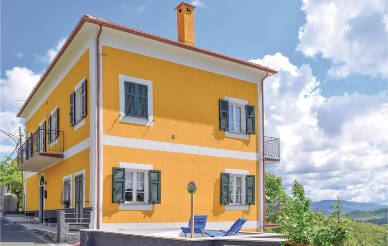 Holiday apartment with 2 bedrooms on 90m² in Tavarone d.Maissana SP
