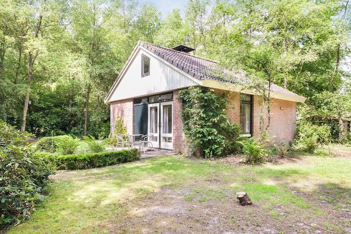 Huisje midden in het Drents-Friese woud