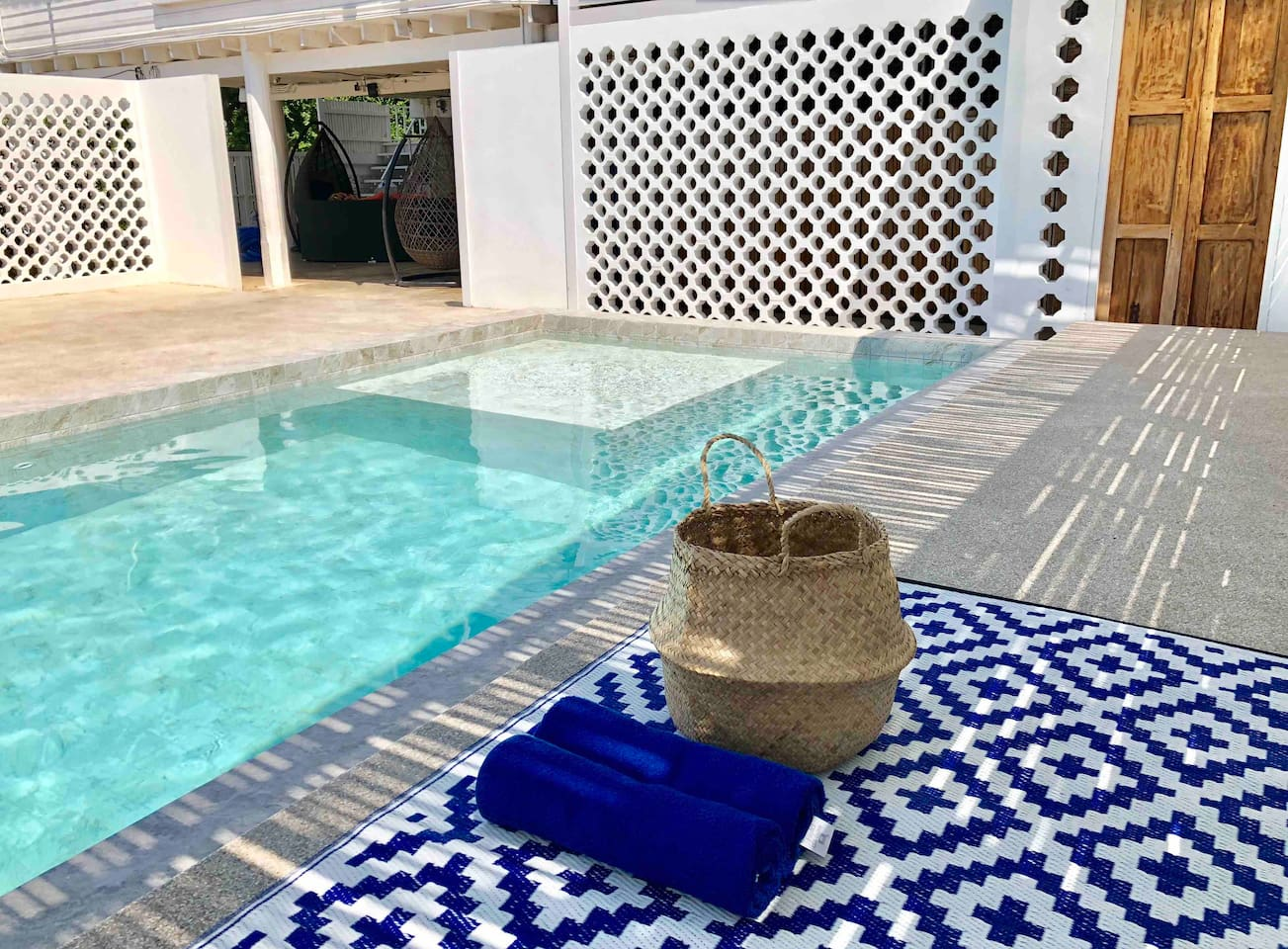 Our earth stone sea salted swimming pool is on the White Wood House and White hut for the guests of both 2 places to relax in a sunny lovely day.