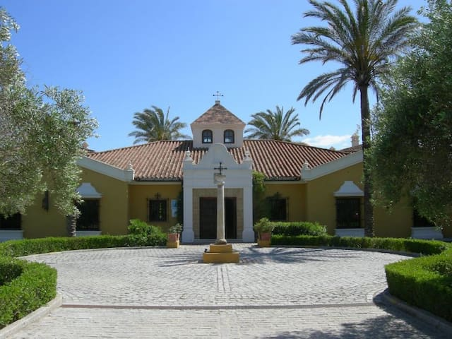 Hotel Monasterio de San Martin - San Martin del Tesorillo  - Bed & Breakfast