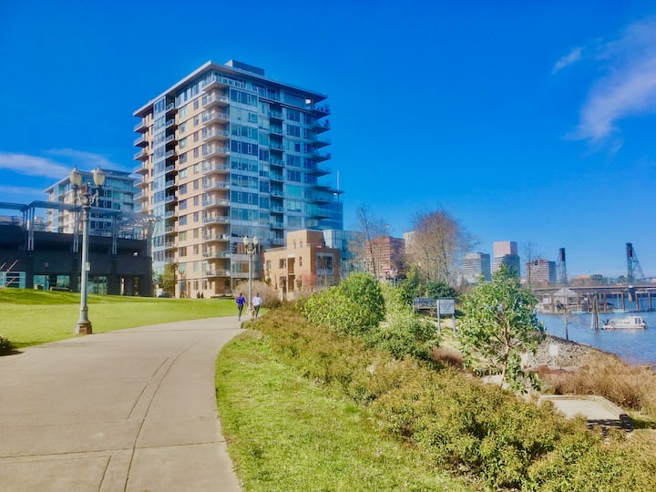 The Strand-Elegant Condo at downtown riverfront