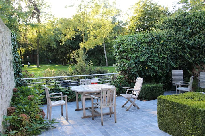 Quiet in the middle of a touristic city - Bruges - Bed & Breakfast