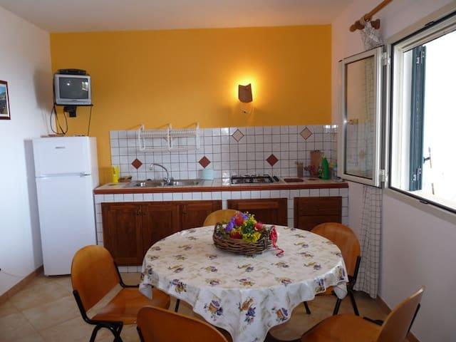 Appartamento indipendente in villa. - Marina di Novaglie - Apartment