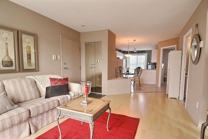 Spacious and Comfy 2BR apartment great location.
