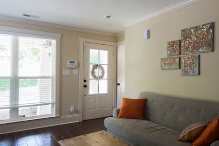 Private Room in Cute Midwood/ NoDa Bungalow - Charlotte
