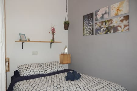 Comfortable double room near Park Güell: - Barcelona