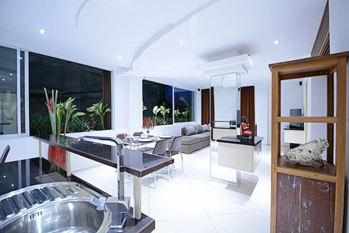 Flora Apartment Seminyak / Bali / Indonesia