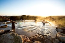 1 hour and 10 minutes by car: The beautiful Peninsula Hot Springs is unique to Melbourne. Experience the wide-open spaces and hills of the Peninsula. Perfect during cold winter nights!