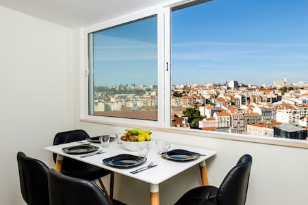 Top Floor City Centre Apartment & Amazing Views!