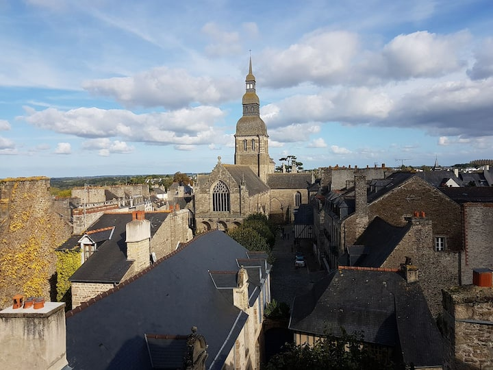 Heart of Dinan Duplex apartment with Amazing View