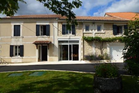maison en Perigord vert - Léguillac-de-Cercles - Dom