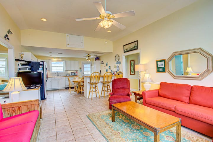7135 Sweet Caroline * 1 Min Walk to Beach * Walking/Bike Path * 7 Min Drive to Lighthouse
