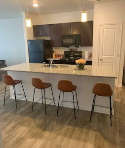 Stylish Loft Apartments 14 minutes from Speedway