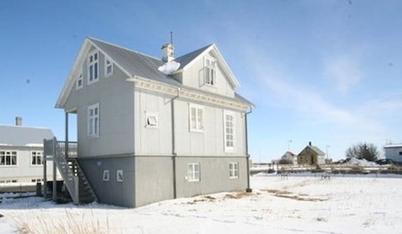 Guesthouse Gunnarshólmi - Eyrarbakki - 단독주택